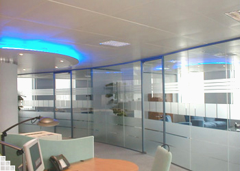 offices with glass walls photo - 4