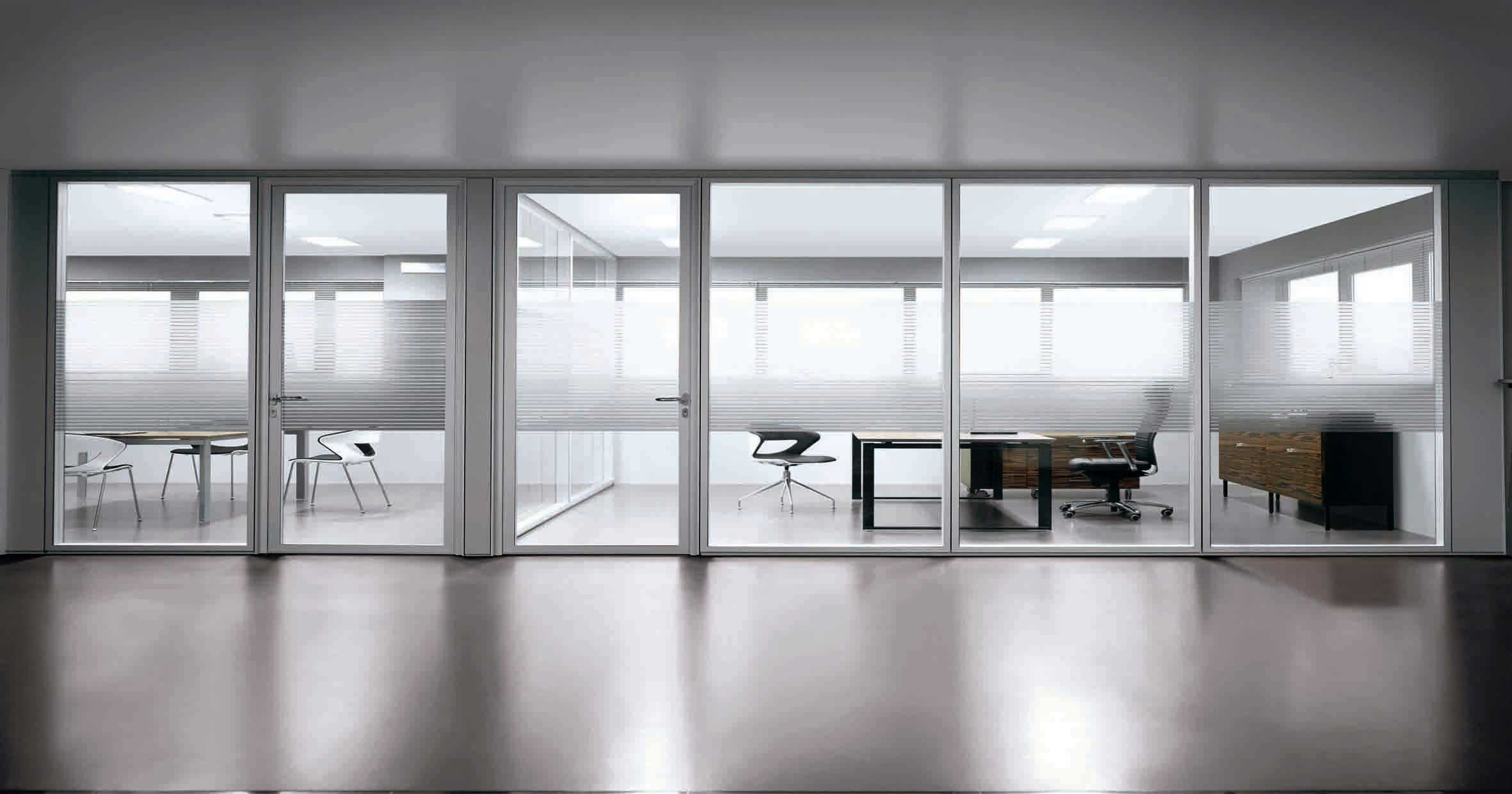 offices with glass walls photo - 5