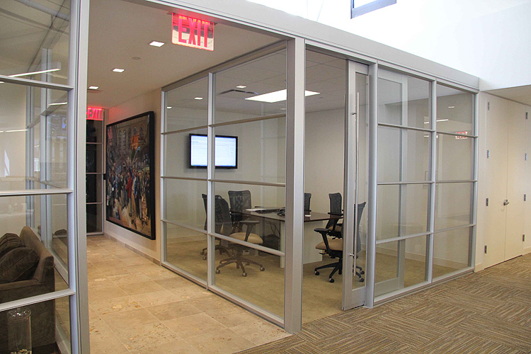 offices with glass walls photo - 6