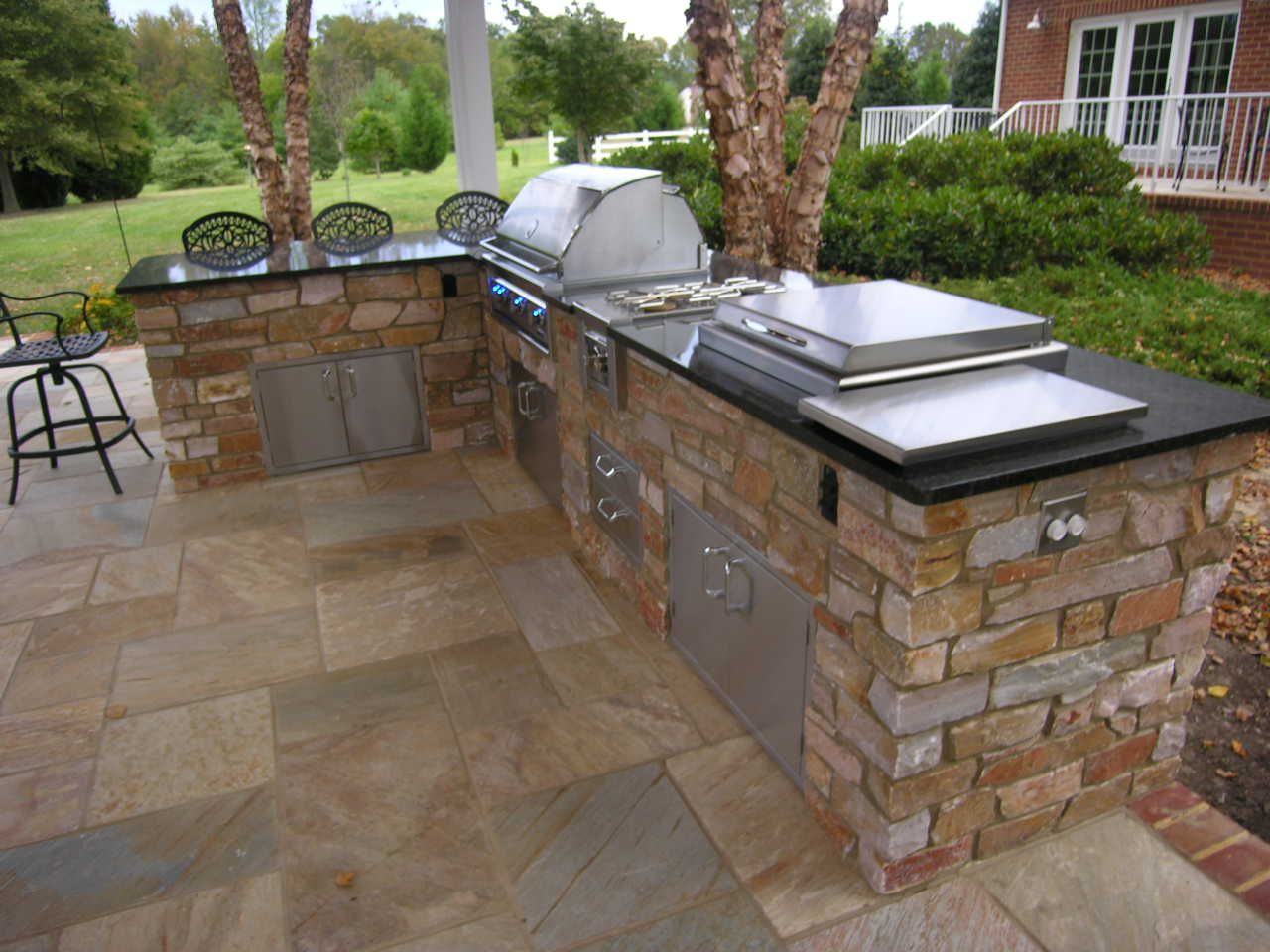 outdoor kitchen and bar designs photo - 4