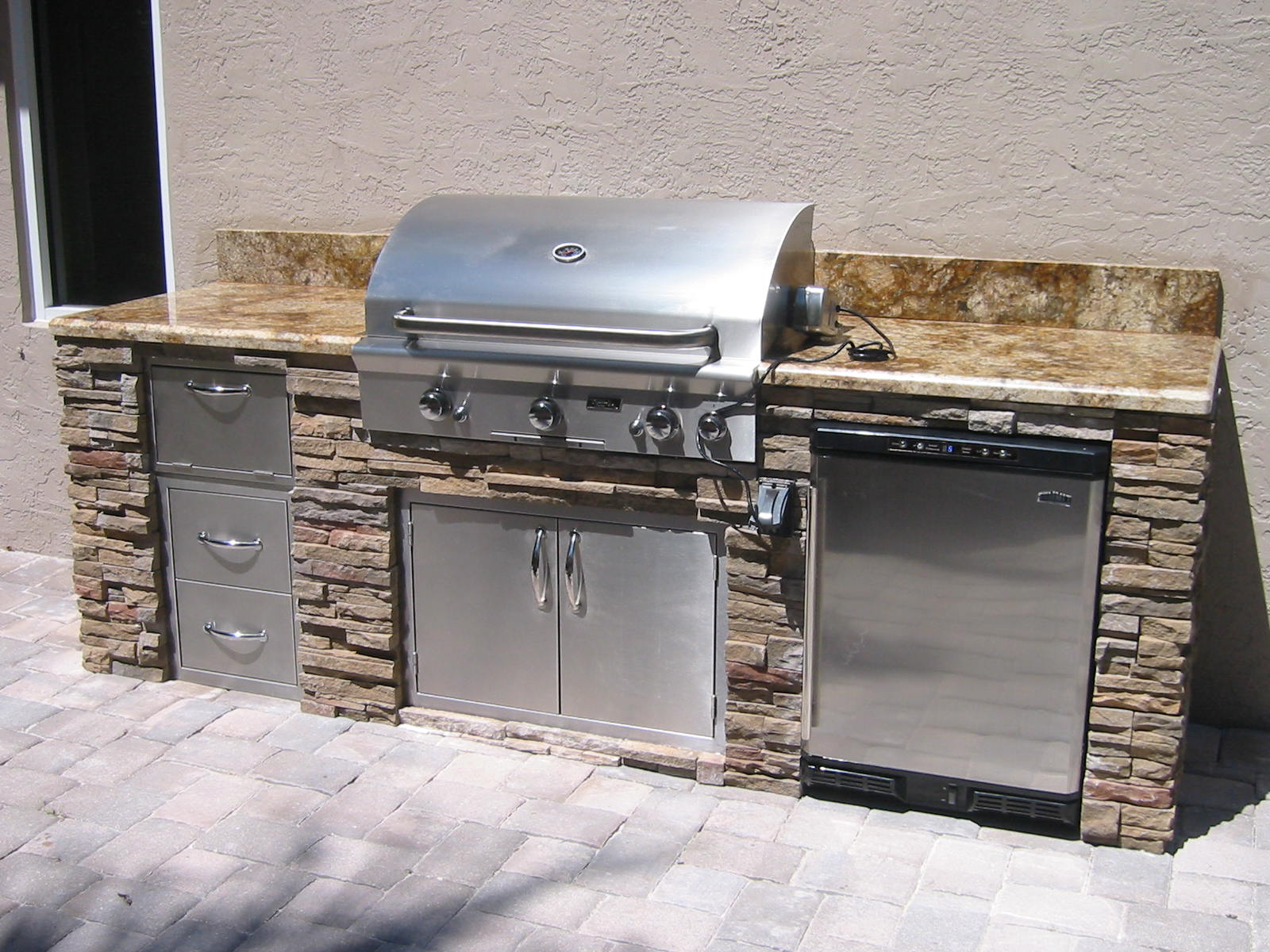 outdoor kitchen grill island photo - 1