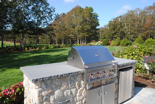 outdoor kitchen landscaping photo - 4