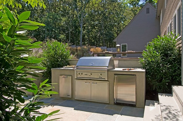 outdoor kitchen landscaping photo - 5