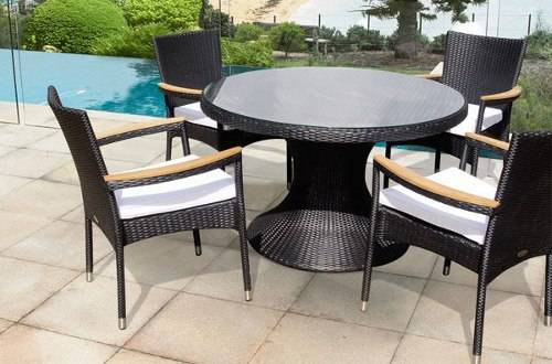 Outdoor wicker furniture for small spaces