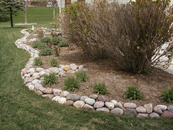 river rock garden edging ideas photo - 3