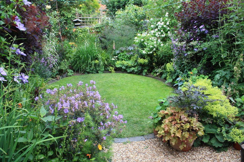 small easy care garden ideas photo - 2