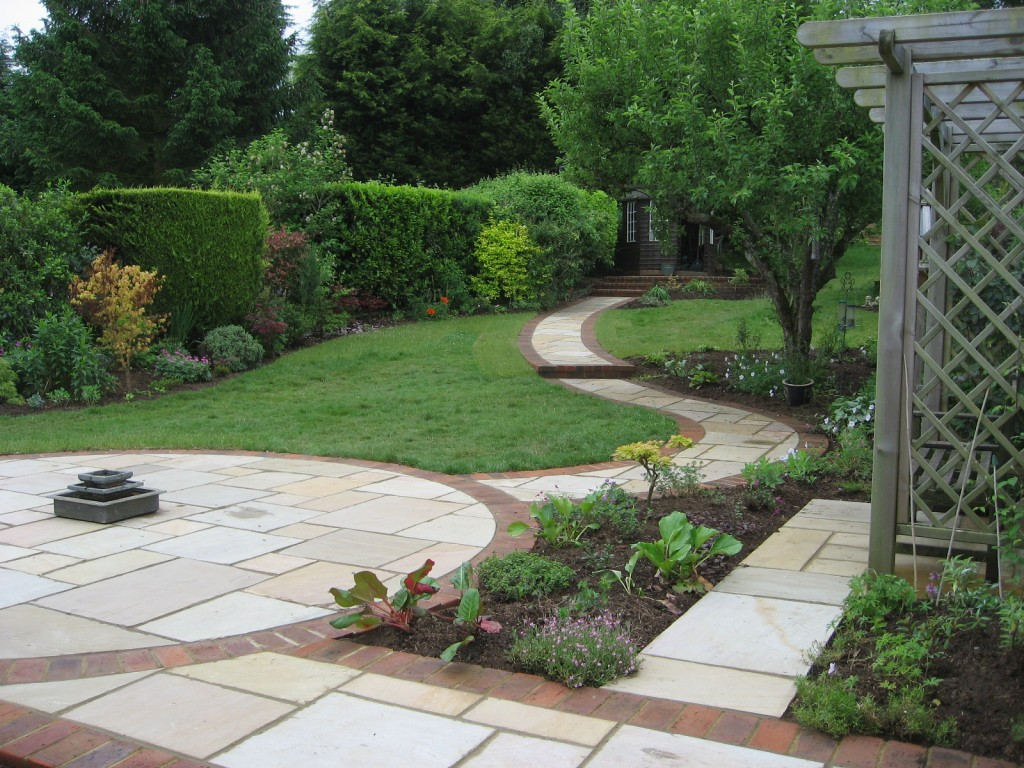 small sloped garden design ideas photo - 1