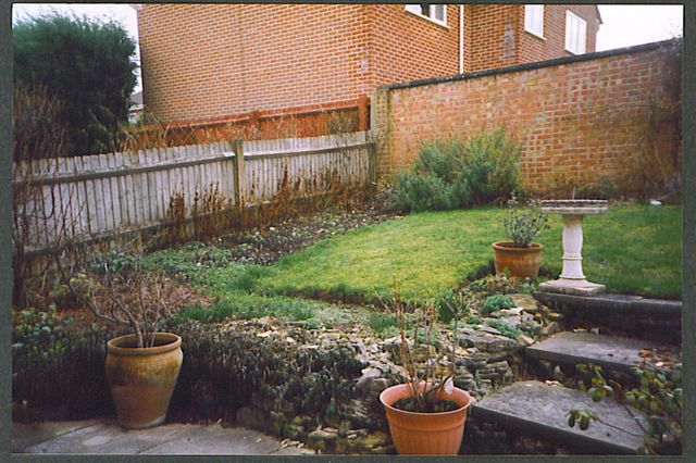 small sloped garden design ideas photo - 3
