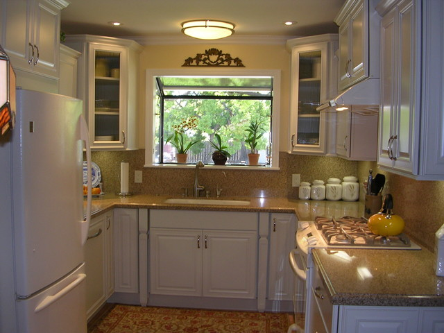 tiny u shaped kitchen photo - 4