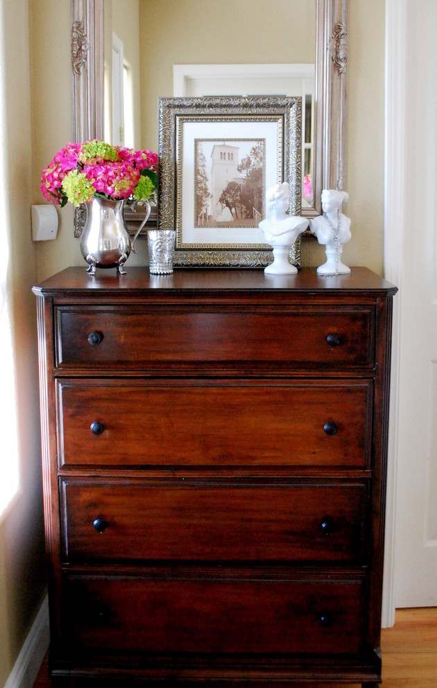 traditional bedroom dressers photo - 2