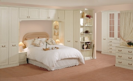 traditional bedroom layout photo - 4