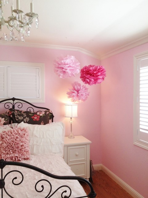 traditional pink bedroom photo - 1