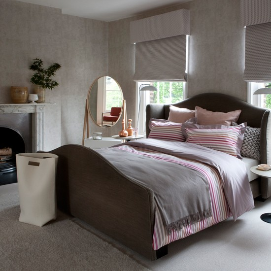 traditional pink bedroom photo - 3
