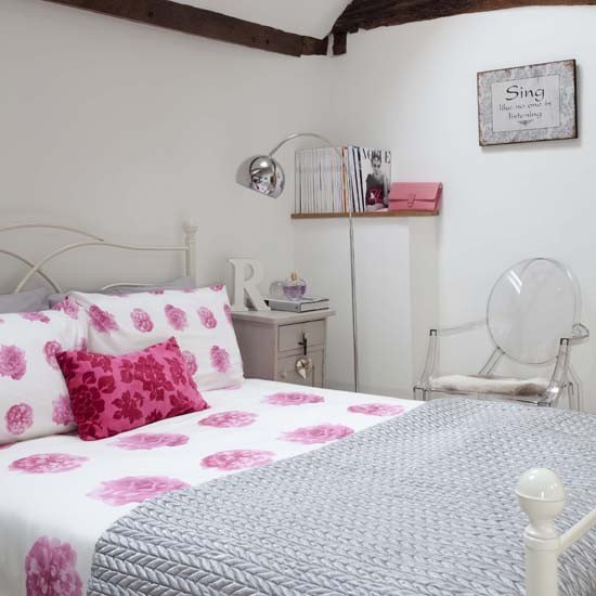 traditional pink bedroom photo - 5