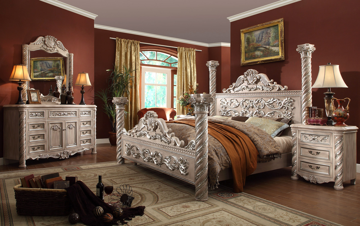 traditional victorian bedroom photo - 1