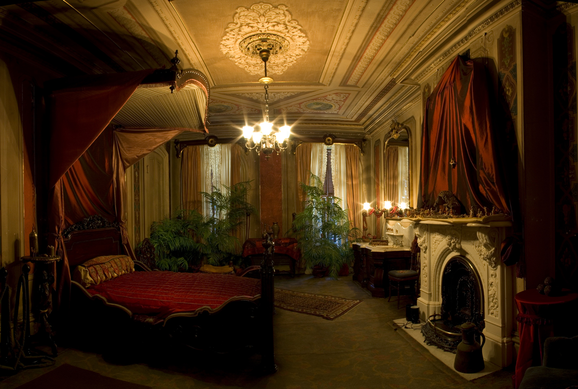traditional victorian bedroom photo - 5