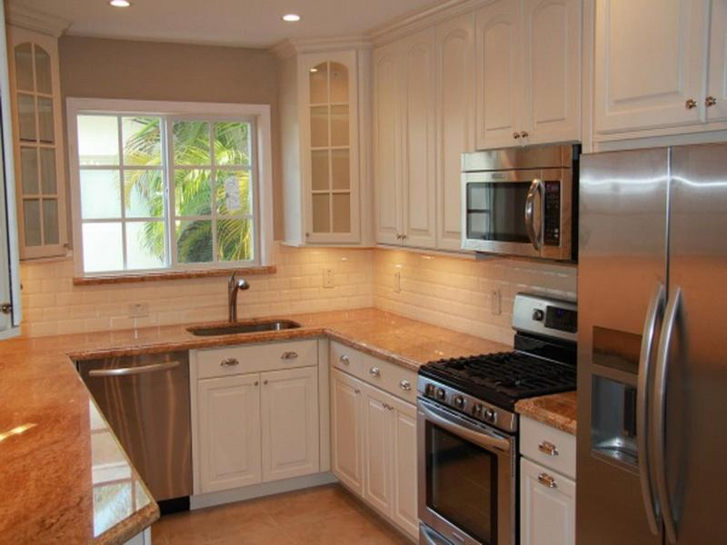 u shaped kitchen layout photo - 2