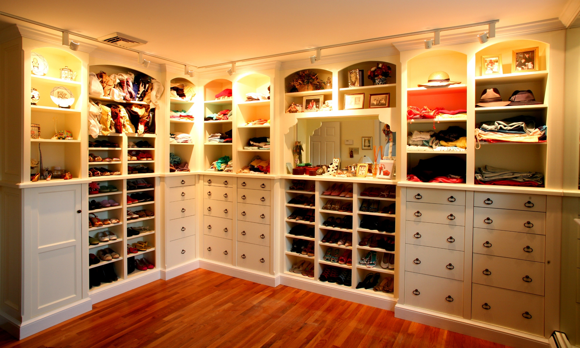 Walk in closet dressing room design representation of for Dressing room interior