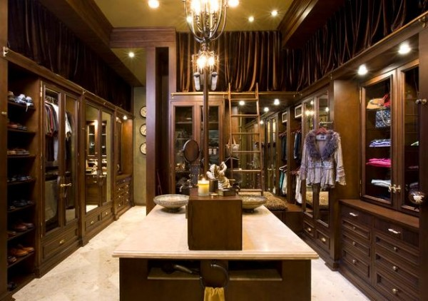 walk in closet luxury design photo - 2