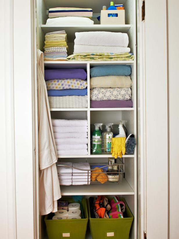 walk in linen closet design 2