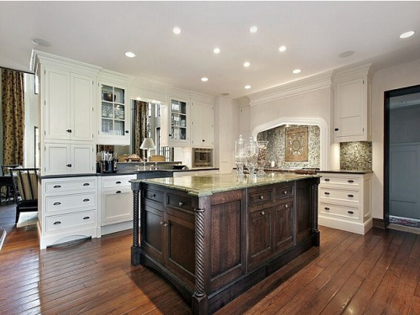 white kitchen cabinets design ideas photo 2 - Kitchen Cabinets Design Ideas Photos