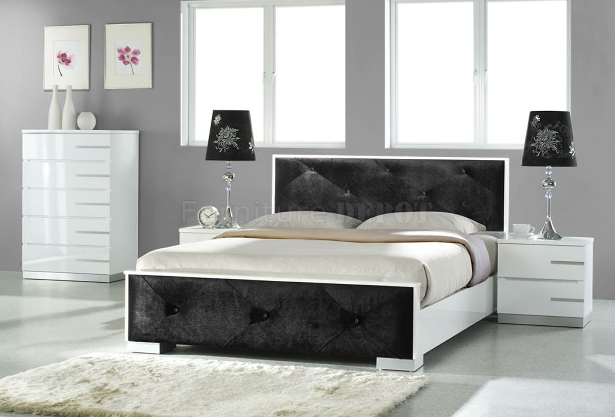 white or black bedroom furniture photo - 2